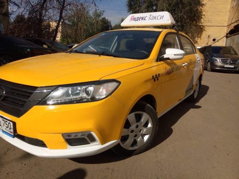 Водители такси,аренда брендированного автомобиля